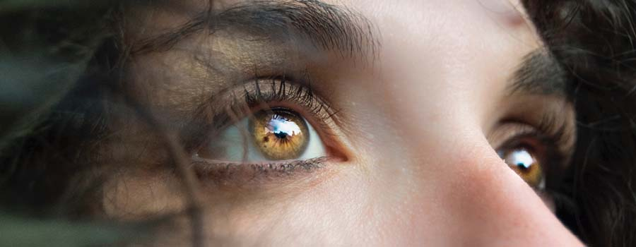 Frasi sugli occhi marroni